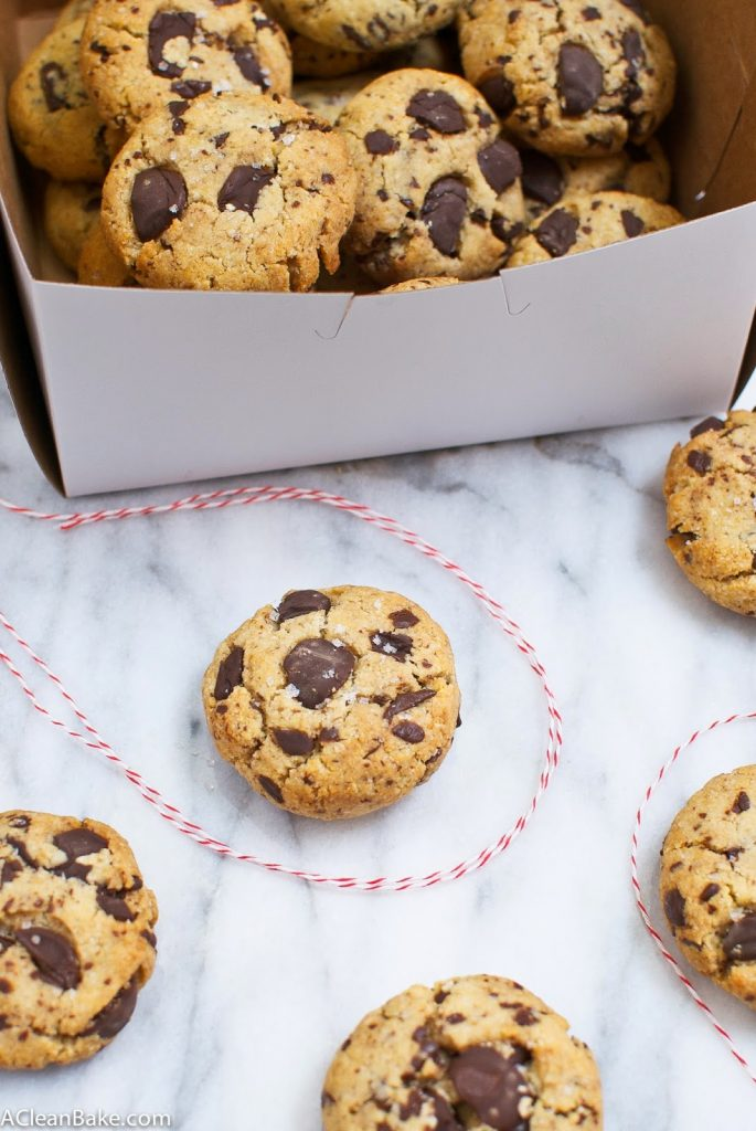Thick and Soft Grain-Free Chocolate Chip Cookies #paleo #primal #glutenfree