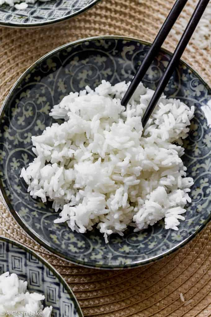 Bowl of white rice cooked in a slow cooker - How To Cook Rice In The Crock Pot (gluten free and paleo side dish)